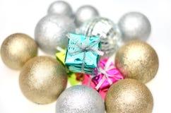 Foco en la caja de regalo de la Navidad Fotos de archivo