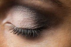 Foco en maquillaje de los ojos con los ojos cerrados Foto de archivo libre de regalías