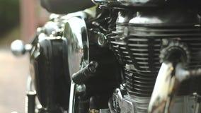 Foco lateral del motor de la cacerola 01 de la motocicleta almacen de metraje de vídeo