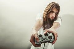 Foco masculino do jogador em jogos do jogo Imagem de Stock Royalty Free