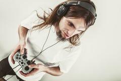 Foco masculino do jogador em jogos do jogo Foto de Stock Royalty Free