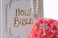 Foco na Bíblia Fotografia de Stock Royalty Free