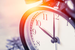 Foco selectivo del reloj del vintage del primer en el reloj del ` del número 10 o Imagenes de archivo
