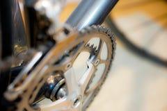 Foco selectivo en sistema de la manivela de la bicicleta imagenes de archivo