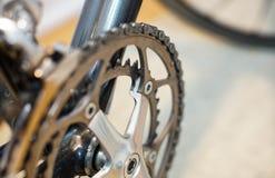 Foco selectivo en sistema de la manivela de la bicicleta imagen de archivo libre de regalías