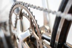 Foco selectivo en sistema de la manivela de la bicicleta foto de archivo