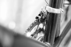 Foco selectivo en sistema y derailleur de la manivela de la bicicleta foto de archivo