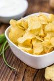 Foco seletivo do gosto de Chips Sour Cream da batata imagem de stock