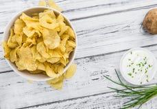 Foco seletivo do gosto de Chips Sour Cream da batata fotografia de stock