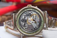 Foco seletivo do mecanismo empoeirado velho dos relógios Imagem de Stock