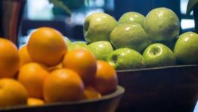 Foco seletivo no potenciômetro agradável com estar das laranjas video estoque