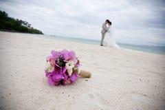Foco seletivo no ramalhete bonito das flores na frente do wed foto de stock royalty free