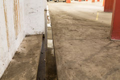 Focolaio stagnante ostruito dell'interno di potenziale idrico di drenaggio Immagini Stock