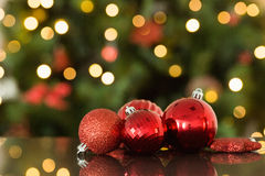 Focus on red christmas baubles Royalty Free Stock Images