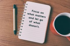 Focus on what matters and let go of what doesn`t. Inspirational quote on notepad - focus on what matters and let go of what doesn`t royalty free stock image