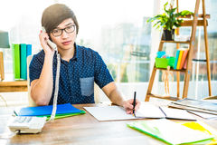 Focused asian businessman phone calling Royalty Free Stock Images