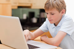 Focused boy using a laptop Royalty Free Stock Photography