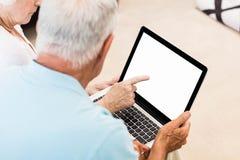 Focused senior couple using laptop Royalty Free Stock Images