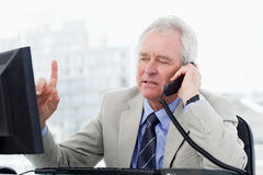 Focused senior manager on the phone Royalty Free Stock Photos