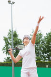 Focused tennis player serving the ball Royalty Free Stock Photos