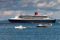 Fodera di Queen Mary 2 nel porto della barra, Maine, S.U.A. Fotografia Stock