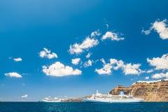 Fodere di crociera vicino all'isola di Santorini, Grecia Immagini Stock Libere da Diritti