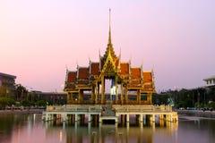 Fodra är ett unikt arkitektoniskt utformar, Thailand som Thailand är en buddistisk pagoda Royaltyfria Foton