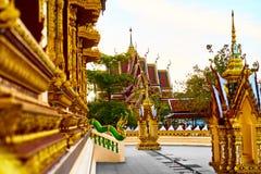 Fodra är ett unikt arkitektoniskt utformar, Thailand som Thailand är en buddistisk pagoda Buddistisk pagod på Wat Phra Yai Temple Arkivbild