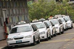 Fodra av taxar cabs i sydney, Australien. Royaltyfri Foto
