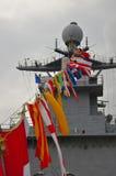Fodra med flaggor på kullen för eken för USA-marinskeppet, flaggskeppet för New York den hastiga veckan på pir 92, Manhattan unde Royaltyfria Foton