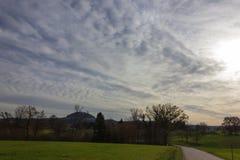 foehn天空和云彩在秋天月11月 库存照片