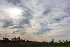 foehn Himmel und Wolken im Herbstmonat November Lizenzfreies Stockbild