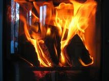 Fogão acolhedor do woodfire, grande atmosfera Imagem de Stock Royalty Free