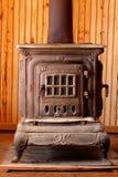 Fogão ardente de madeira antigo Fotos de Stock Royalty Free