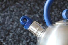 Fogão da chaleira e de gás na cozinha Imagem de Stock Royalty Free