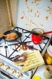 Fogão de cozinha sujo imagens de stock