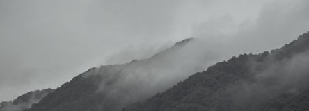 Fog through the mountains like Chinese landscape painting. 。There was a heavy fog in the mountains in the morning stock image