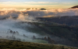 Fog rising over the rural hills at dawn Royalty Free Stock Photos