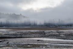 Fogg en het meer Royalty-vrije Stock Foto's