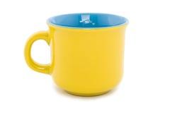 Foggi a coppa il colore giallo di ceramica. Immagini Stock Libere da Diritti
