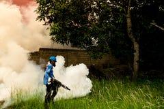 Fogging для того чтобы убить москитов Стоковая Фотография