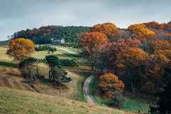 Free Foggy Autumn View Of A Farm Along The Blue Ridge Parkway In Virginia Royalty Free Stock Photography - 147436657