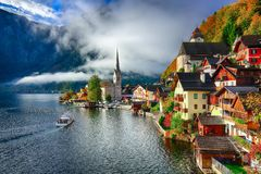 Free Foggy Autumnal Sunrise At Famous Hallstatt Lakeside Town Reflect Royalty Free Stock Images - 127842849