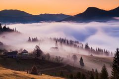 Foggy dawn in the autumn in the mountains. Royalty Free Stock Photography