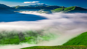 Free Foggy Dawn In The Mountains, Umbria Stock Photography - 61074122
