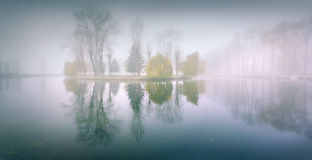Foggy morning panorama in the autumn park near the lake Royalty Free Stock Images