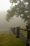 Foggy morning with split rail fence Royalty Free Stock Photos