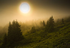 Foggy mountain sunset Royalty Free Stock Photos