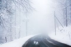 Foggy road. In winter covered with snow Royalty Free Stock Photography