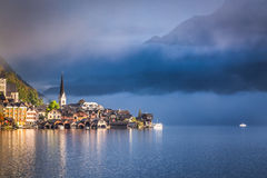 Foggy sunrise in autumn Hallstatt Stock Photography